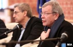 Виктор Ерофеев и Орхан Памук (слева)