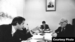 Обсуждение закона о религиозной свободе в СССР. Фотография из архива Андрея Ковалева