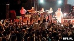 پیش بینی می شود که دهها هزار نفر امسال به دوبی هجوم بیاورند تا در کنسرت های نوروزی خوانندگان محبوب خود حضور یابند.
