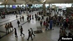 В терминале вылета в международном аэропорту имени Ататюрка. Стамбул, 29 июня 2016 года.