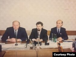 Генадзь Карпенка, Сяргей Навумчык і Зянон Пазьняк на прэс-канфэрэнцыі ў Вярхоўным Савеце, 1995