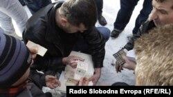 Prikupljanje donacija za kolege iz RS, 19. januar 2012. foto: Žana Kovačević