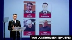 Вільбэрт Паўлісэн з Аб'яднанай сьледчай групы (JIT) на прэс-канфэрэнцыі JIT наконт расьсьледаваньня катастрофы MH17 Malaysia Airlines у 2014 годзе
