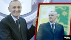 Нынешней весной президент Абхазии Александр Анкваб дважды пошел на уступки в ответ на требования оппозиционных сил