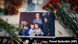 Фотография семьи Игоря Вострикова, жена и дети которого погибли при пожаре в ТЦ в Кемерове