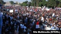 Демонстрация в поддержку президента Египта Мухаммеда Мурси в Каирском университете.
