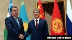 Президенты Таджикистана и Кыргызстана на саммите ШОС в Бишкеке