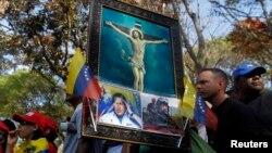 Венесуэла халқи Чавес ўлими муносабати билан мотам тутмоқда.