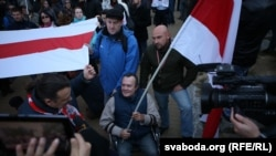 Інвалід-вазочнік Юры Ляшэнка на плошчы Якуба Коласа падчас акцыі 10 кастрычніка