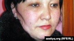 Экстремистік топтың мүшесі деген айыппен 15 жылға сотталған Тимур Рахметовтің анасы Мадина Рахметова. Ақтөбе, 14 қаңтар 2012 жыл.