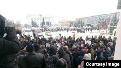 """Акция в Кемерове. Фото – """"28.01: Кемерово выбирает забастовку"""" ВКонтакте"""