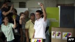 На виборах президента Венесуели голосує опозиційний кандидат Енріке Капрілес