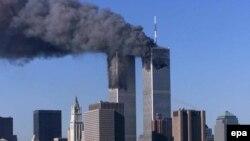 Кыйрап аткан Дүйнөлүк соода борборунун имараты. Нью-Йорк, 11-сентябрь, 2001-жыл.
