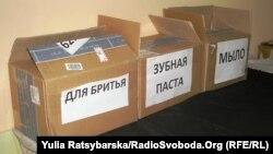 У волонтерському центрі Дніпропетровського військового шпиталю збирають допомогу від небайдужих громадян