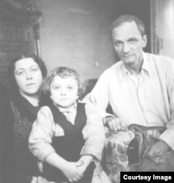Андрей Платонов с семьей