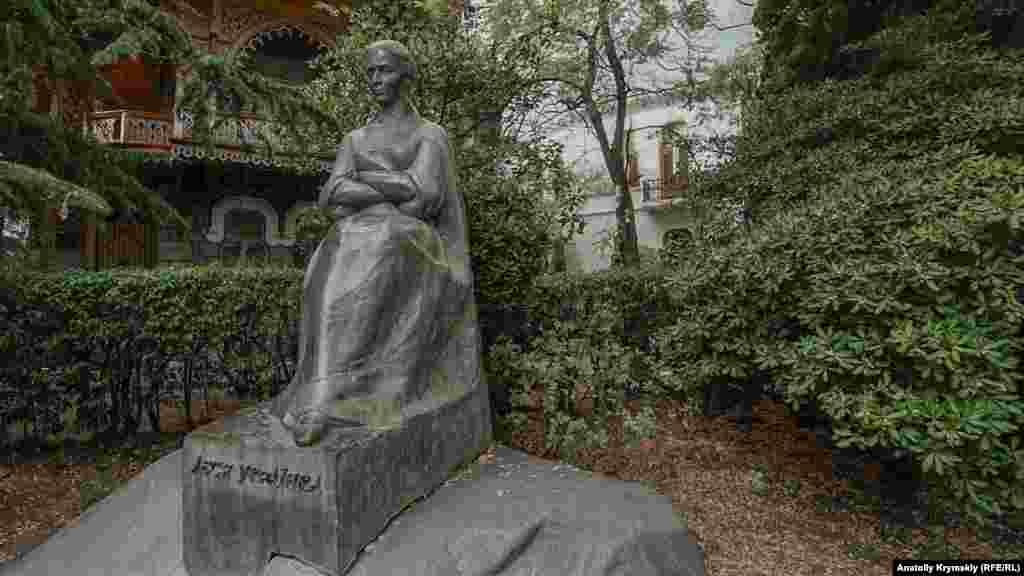 Памятник Лесе Украинке в Ялте был открыт 16 августа 1972 года – к столетию со Дня ее рождения