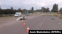 Қырғызстандағы жол апаты болып, қоршауға алынған жол бөлігі (Көрнекі сурет).