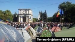 Палатки в центре Кишинева. 4 октября, 2015 года.