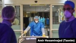 Больница в иранском городе Кум для приема пациентов с коронавирусом.