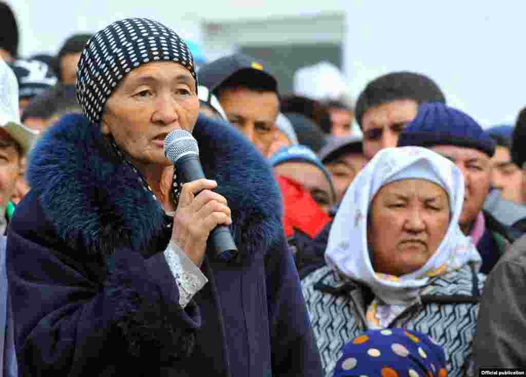 В Баткенской области госграница проходит по арыкам или улицам большинства приграничных сел, что создаем массу неудобств местным жителям.