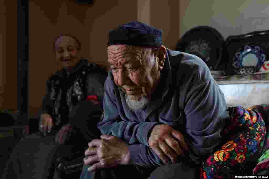 По словам Толегена Жураева, разменявшего восьмой десяток, его семья до середины 1980-х годов занималась скотоводством. Постепенно климат в регионе менялся, воды на пастбищах стало меньше. Поэтому семья Жураевых в 1986 году переехала из местечка Бескаска в районный центр Паркент.