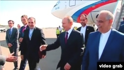 Russian President Vladimir Putin (center) arrives in Tehran on November 1.