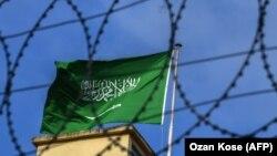 Zastava Saudijske Arabije na krovu saudijskog konzulata u kojem je ubijen Kašogi