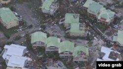 Відеокадр, на якому видно руйнування, спричинені ураганом на Карибських островах