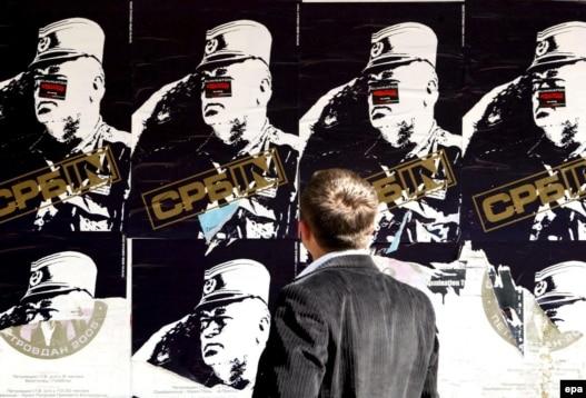 Poster sa likom haškog begunca Ratka Mladića, Beograd - iz arhive