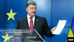 Բելգիա - Ուկրաինայի նախագահ Պետրո Պորոշենկոն ասուլիս է տալիս Եվրամիության երկրների առաջնորդների՝ Եվրոպական խորհրդի հանդիպման շրջանակներում, Բրյուսել, 27-ը հունիսի, 2014թ․