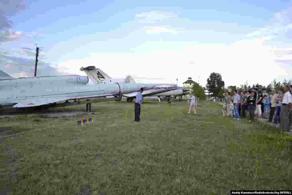 На екскурсії в авіаційному музеї при Луганському авіаремонтному заводі