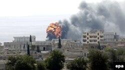 نمایی از شهر کوبانی در سوریه که هدف حملات شدید گروه حکومت اسلامی است.