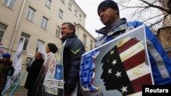 Демонстранти пред седиштето на Голос