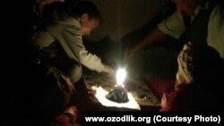В течение нескольких лет многие узбекистанцы проводят зиму без газа и света.