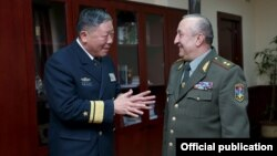 Armenia - Lieutenant General Movses Hakobian (R), the chief of the Armenian army's General Staff, meets with Chinese Rear Admiral Guan Youfei in Yerevan, 13Apr2017.