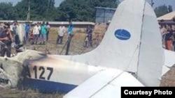 Хвостовая часть самолета Як-12 компании «Казавиа», который потерпел крушение утром 27 июля в Алматинской области.