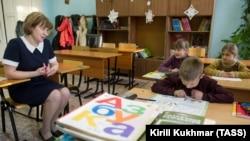 Ученици в Томския регион учат английски.