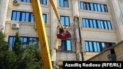 Binalardan üzlüklərin sökülməsi