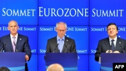 Belgium -- (L-R) Greek Prime Minister George Papandreou, European Council President Herman Van Rompuy, European Commission President Jose Manuel Barroso speak during a presser after the EU summit at the European Council headquarters in Brussels, 21Jul2011
