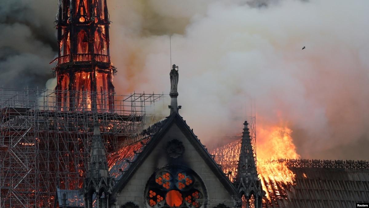 Популярность Макрона после пожара в Нотр-Даме резко выросла