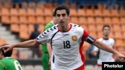 Генріх Мхітарян у формі національної збірної Вірменії