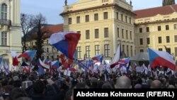 Участники антимигрантской акции в Праге. 6 февраля 2016 года.