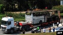 Автобусът на израелските туристи след атентата