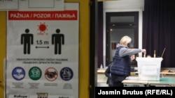 Suad Arnautović kaže kako je španska firma koja je angažovana da izvrši analizu izbornog procesa u BiH konstatirala da je prijeko potrebno i to čim prije, da se izvrši digitalizacija izbornog procesa (fotografija: glasanje na lokalnim izborima, Sarajevo)