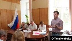 Александр Шуршев в избирательной комиссии
