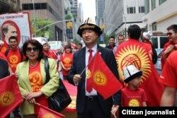 Нью-Йоркто өткөн түрк элдеринин парадына катышкан кыргыздар, 18-май, 2013