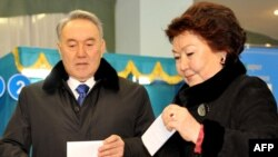 Sara Nazarbaeva (right) votes with her husband, President Nursultan Nazarbaev, in Astana in April.