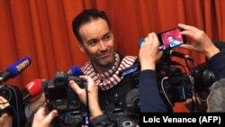 Йохан общается с журналистами, вернувшись во Францию, 10 ноября 2017 г.