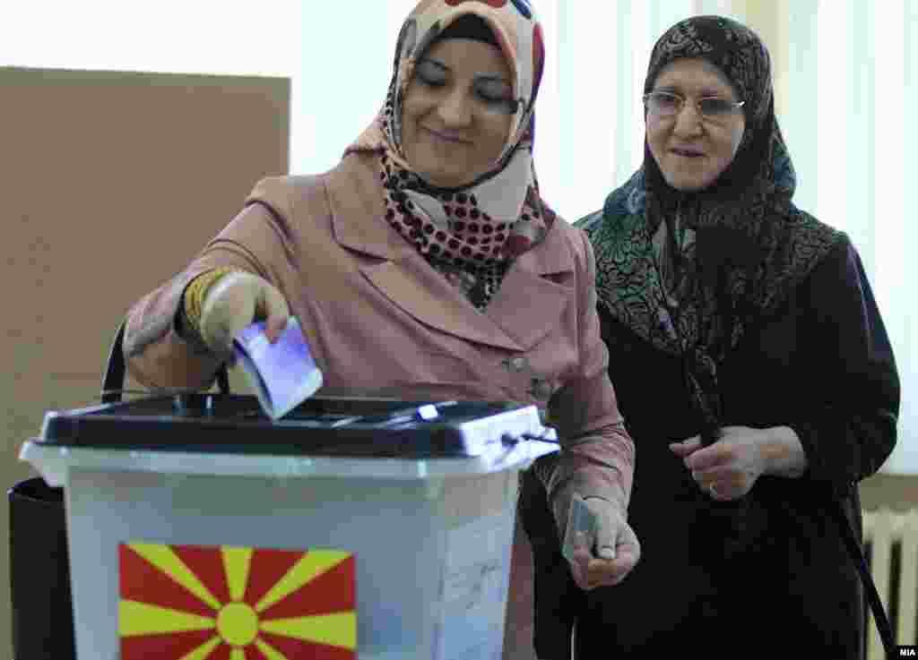 МАКЕДОНИЈА - Сите припадници на Исламот, на 30 септември, масовно да излезат на референдумот и да кажат ДА за интегрирањето на Македонија во НАТО и во Европската Заедница, повика Ријасетот на Исламската верска заедница.