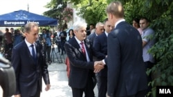 Лидерот на ДУИ Али Ахмети пристигнува на преговорите на 2 јуни во Скопје.